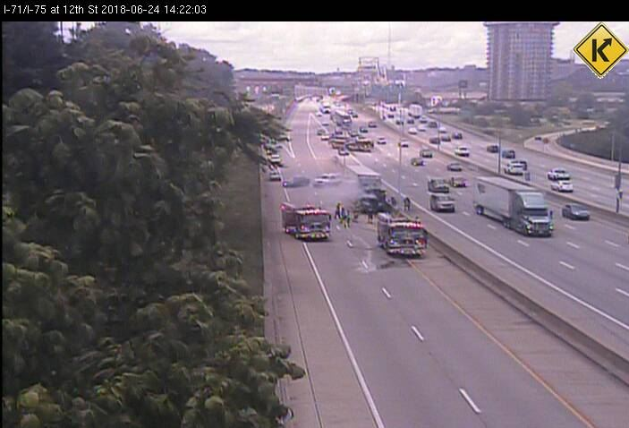 #Traffic: Police are reportedly blocking the 12th Street exit on southbound I-71/75 due to a semi truck on fire: https://t.co/TIUs6bxLxu