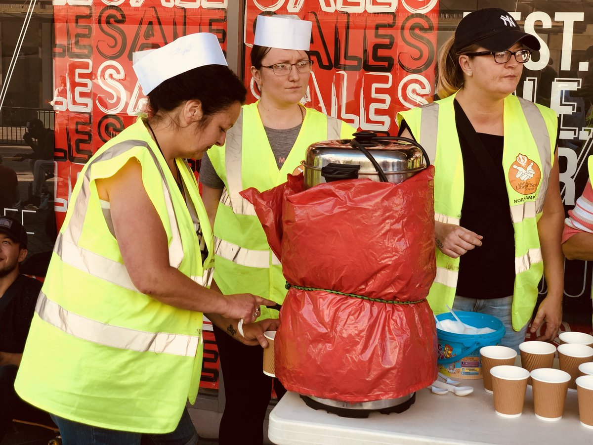 Sunday 24th June 2018 (Week 186)  Perfect langar seva weather.  Tonight we were joined by some new volunteers from @TescoMereway   The volunteers served over 110 hot meals pasta, cakes, bread rolls, biscuits, tea, coffee and water.  @MidlandLangar @NorPolPrevent @Tell_StreetLink