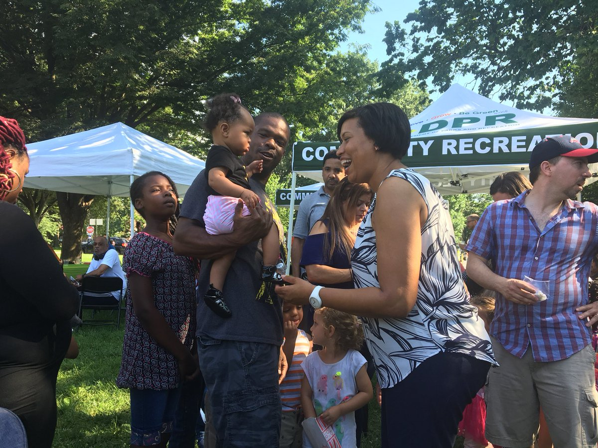 The Sherman Circle Social is finally here! Catch all the fun we're having via Instagram now:  https://www. instagram.com/mayor_bowser  &nbsp;    #Ward4 <br>http://pic.twitter.com/NdO93i7VDc