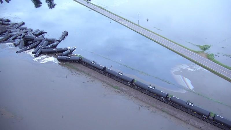 Nearly half of Iowa crude oil spill contained, BNSF says https://t.co/HFWEiobfg4 https://t.co/UgO8mFQm0j