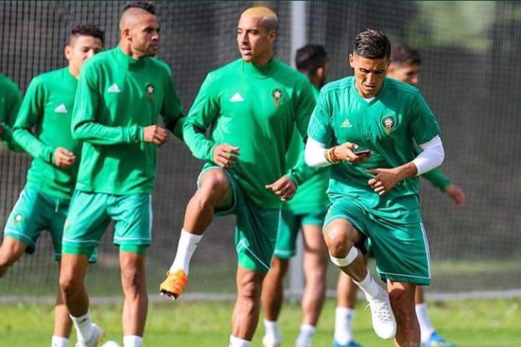 Quand Faycal Fajr s'entraîne téléphone à la main à la veille d'affronter l'Espagne. 😐📱