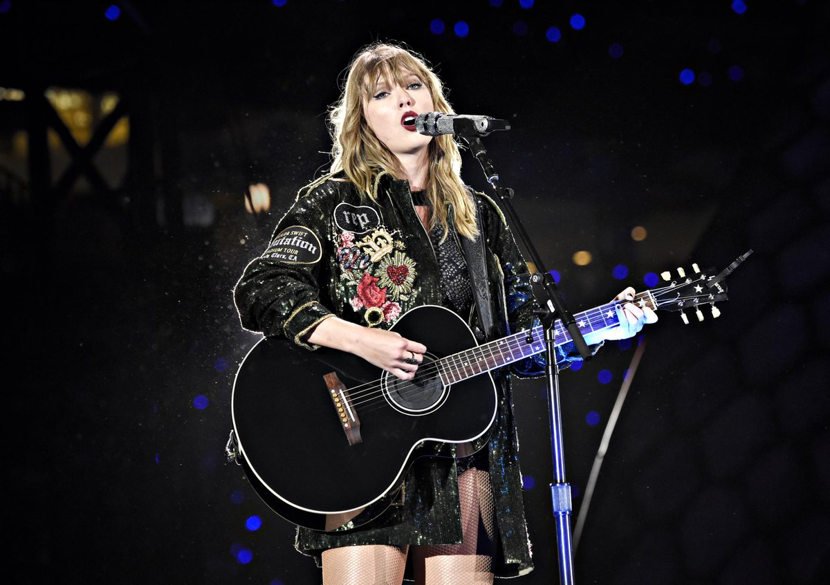 Watch Taylor Swift surprise her London fans with &quot;So It Goes...&quot; and &quot;Fifteen&quot; at this weekend&#39;s Reputation Tour shows  http:// blbrd.cm/fj8MwP  &nbsp;   <br>http://pic.twitter.com/tMVMVwSKSx