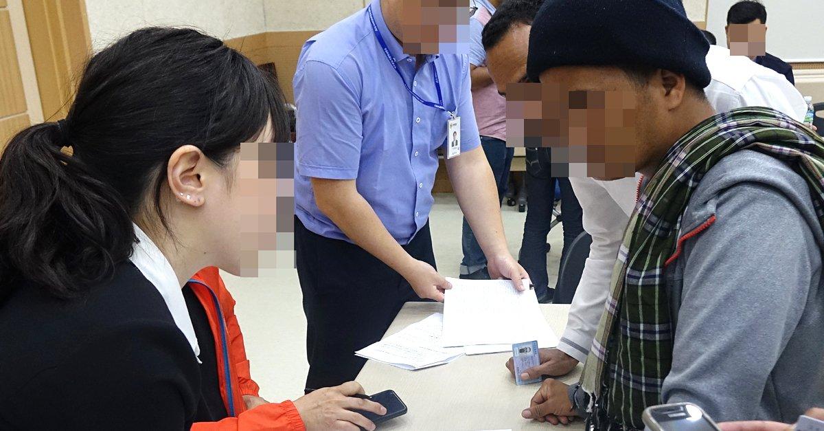 제주의 예멘 난민들이  한국 여성을 임신시키려 한다고?  이건 기득권자들이 소수자, 약자를 적으로 만들던 바로 그 방식입니다.  https://t.co/zK2rKZlZFz
