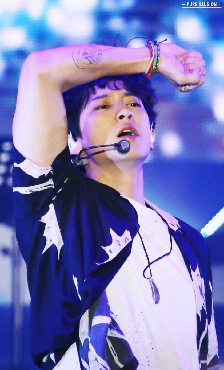 180623 Lotte Family Concert  #찬열 #CHANYEOL #EXO  @weareoneEXO <br>http://pic.twitter.com/maAZ2Dxw4E