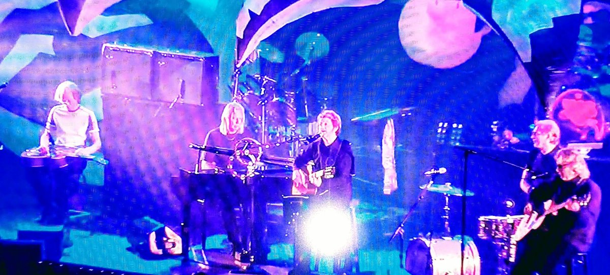 @GrumpyOldRick @SteveHoweOne @yesofficial @TheJonAnderson Just saw the 35th anniversary concert for YES! Stole my late brother&#39;s &quot;Fragile&quot; album, at age 10 - it changed me. I still have it. Wish I&#39;d seen you ALL live. #Roundabout #Yes  #MoodForADay #Changes<br>http://pic.twitter.com/JS4kzRHgkt