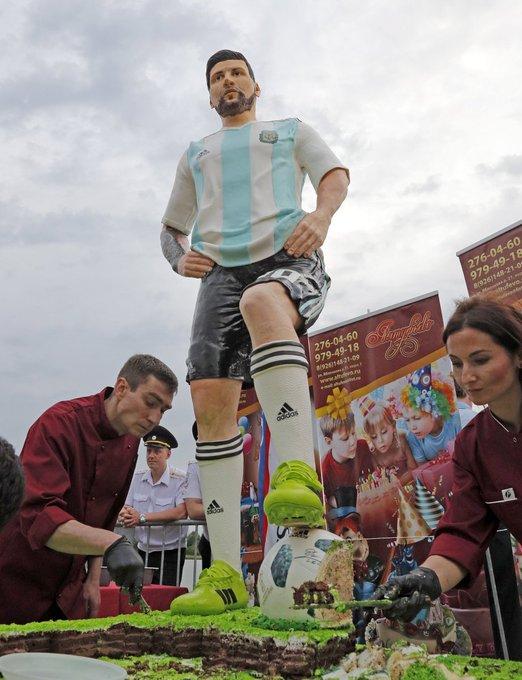 Un gâteau d'anniversaire géant pour Messi