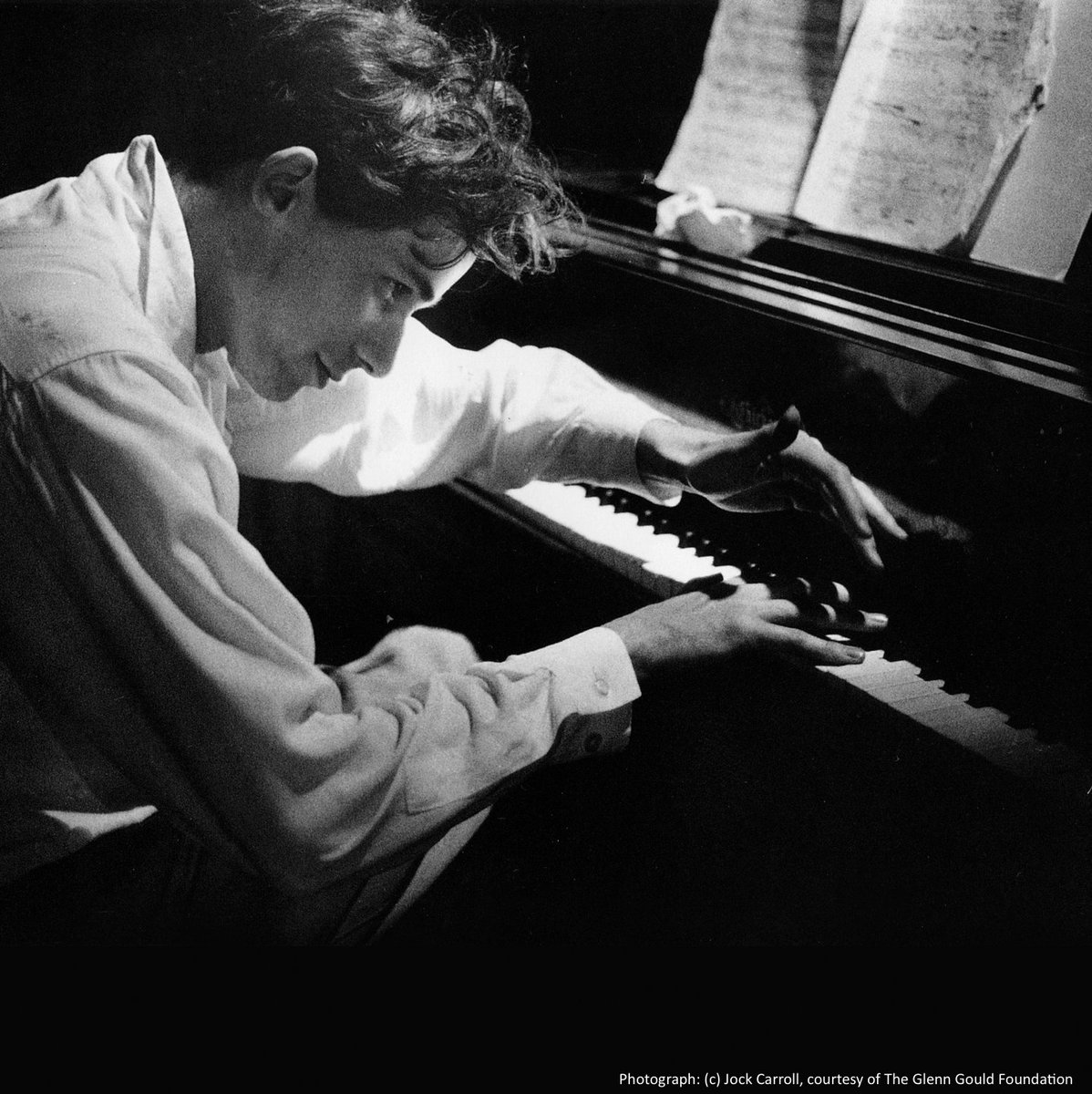 I believe that the only excuse we have for being musicians and for making music in any fashion, is to make it differently, to perform it differently, to establish the music&#39;s difference, vis-a-vis our own difference.&quot; #GlennGould Ph: Jock Carroll courtesy of @GlennGouldFndn<br>http://pic.twitter.com/tWMrlosIqZ