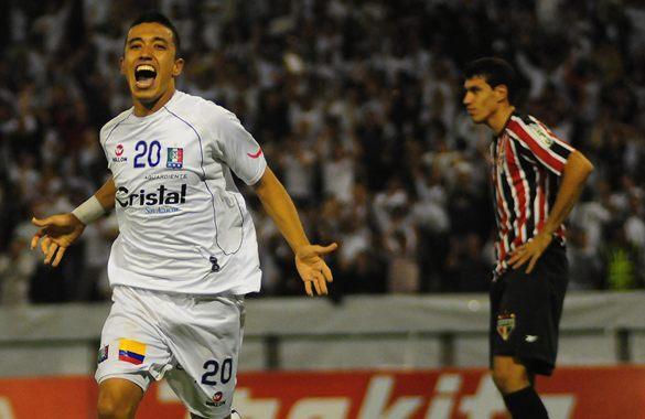 Uma curiosidade - Fernando Uribe marcou gol contra o São Paulo por 3 equipes diferentes: Once Caldas, Atlético Nacional e Toluca.
