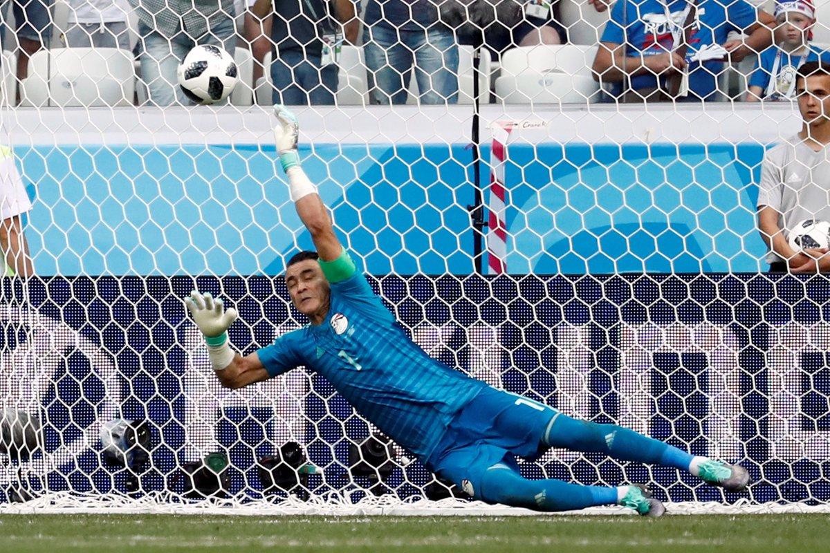 ضربة جزاء ضائعة من السعودية أمام مصر