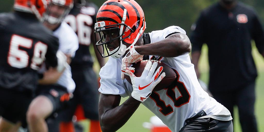 """No holdout necessary for @ajgreen_18.  """"I signed a deal and I'm comfortable with (it)."""" https://t.co/lEueLTV82r https://t.co/XPljSAswpJ"""