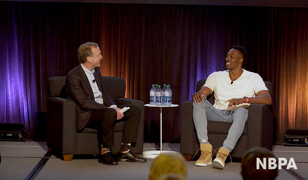 Last week, 14-year NBA veteran @DwightHoward was honored by the @PointsofLight organization for his outstanding leadership and valuable mentorship in the community!   Congrats @dwighthoward 🎉🎉🎉 #mentorshipmonday https://t.co/dTsPZGad7H