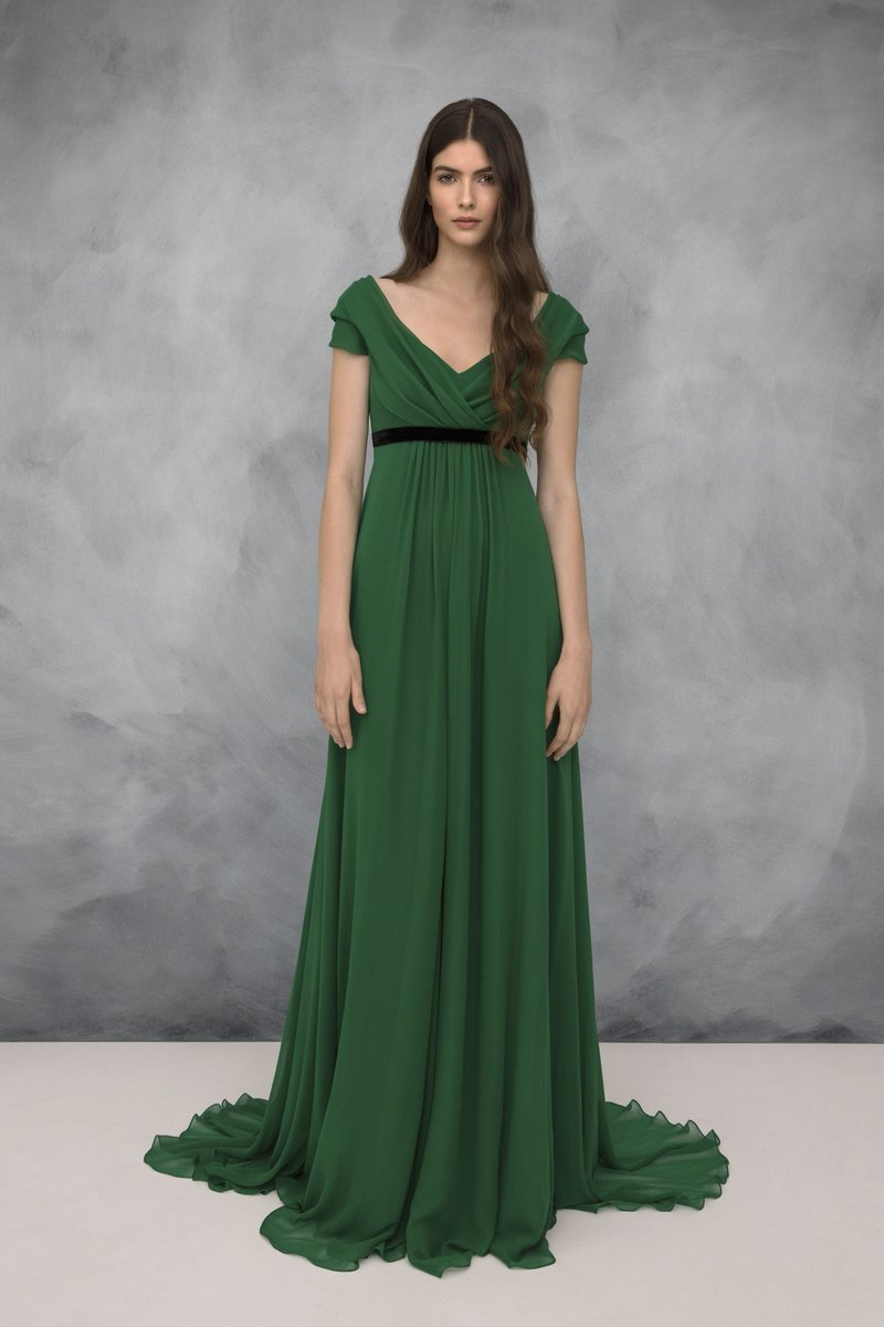 65bd42ed847 Looks like Kate s BAFTA gown was Jenny Packham Resort 2019. It was also  released in Bridal Spring 2019 in a different  color.pic.twitter.com 8vpKk1ryF7