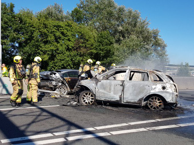 #A20 Maasdijk ZWAAR ongeluk. meerdere voertuigen in brand Alle wegen zijn afgesloten. Diverse gewonden gevallen. https://t.co/xgBg06mA0j
