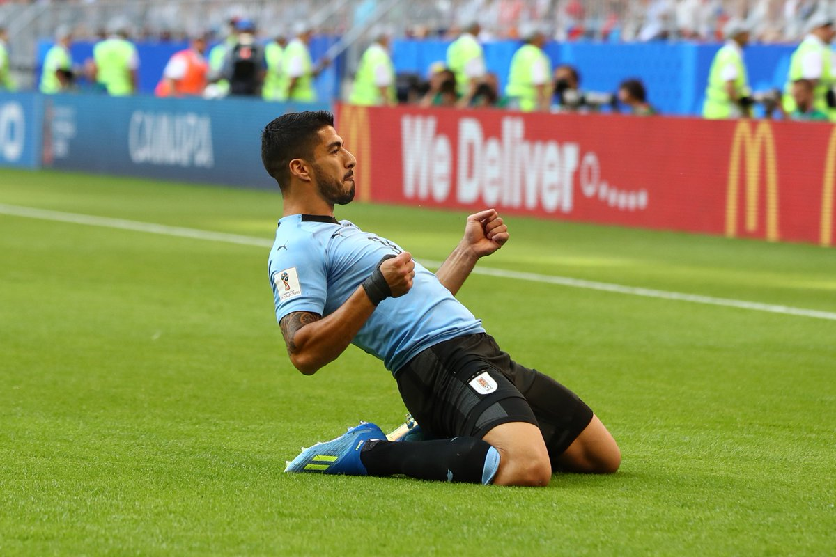 Suarez scores as Uruguay tops Group A