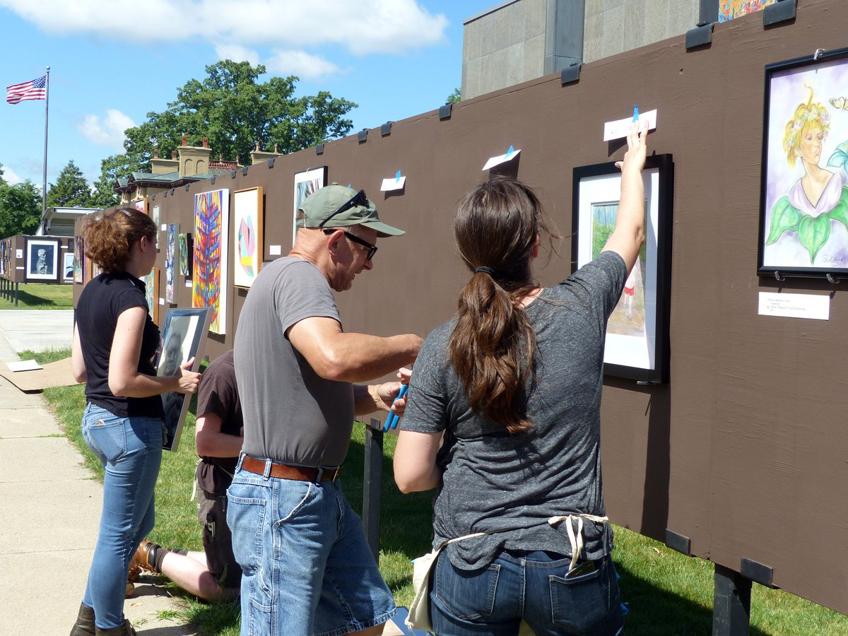 Mwp Arts Institute On Twitter The Final Pieces Of The Sidewalk Art Show Are Being Installed Today The Arts Festival Opens Tomorrow At 10 Come And See The Many Talented Artists Featured
