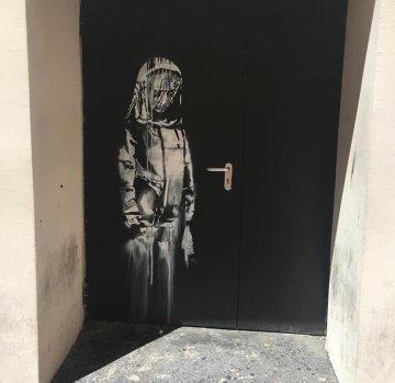 Посмотреть изображение в Твиттере В Париже появились новые граффити Бэнкси В Париже появились новые граффити Бэнкси DgjND7sX4AAS52W format jpg name 360x360