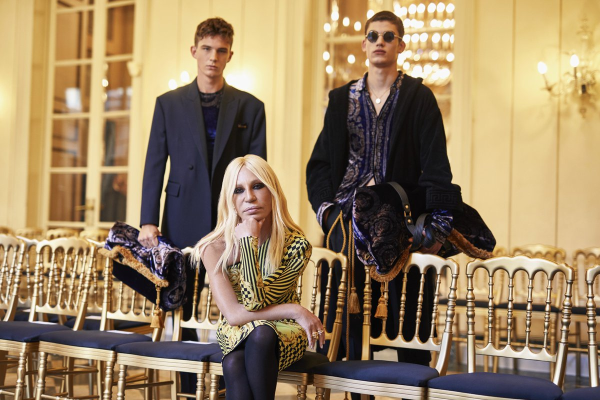 &quot;Fashion can produce emotions if it comes from desire, innovation and dreams&quot; - #DonatellaVersace talks about the #VersaceFW18 Men's collection, inclusivity, millennials and the digital revolution in fashion on @StyleMagazineIt.   http:// Versace.com  &nbsp;  <br>http://pic.twitter.com/uhTlxak6u4