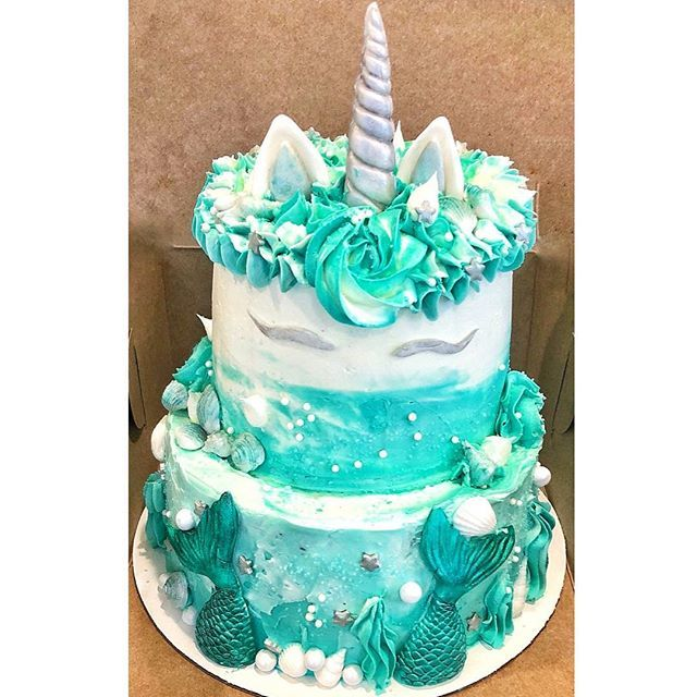 Or In This Case Ride Into Summer With Mermaid Unicorn Cake Mermaids Cakes Cakestagram Cakedecorating Cakedesign Cupcakes