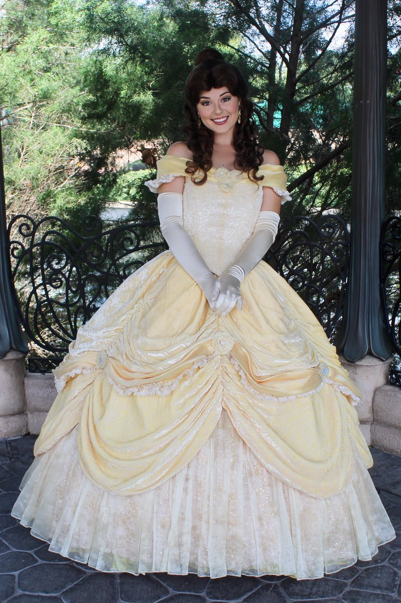 Disneycharacterguide On Twitter Belle Has Taken Over Auroras Meet
