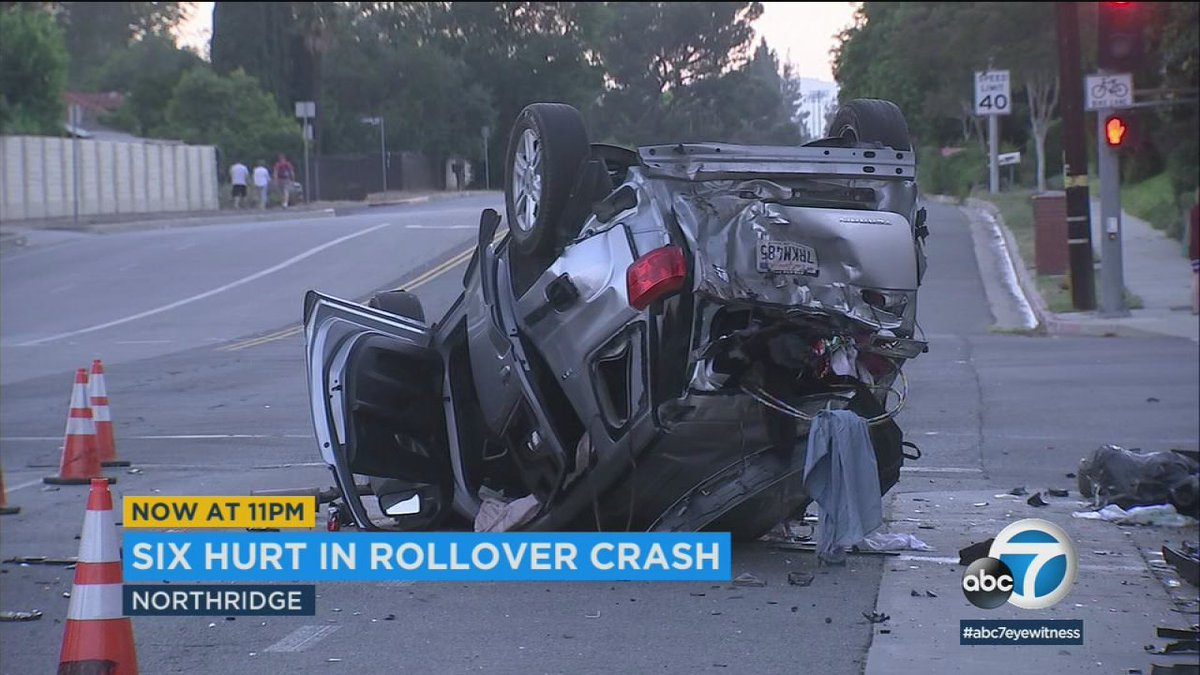 Beer cans found at Northridge crash that left 6 hurt, including child  https:// abc7.la/2K7UVpo  &nbsp;  <br>http://pic.twitter.com/2rqKhXIXqT