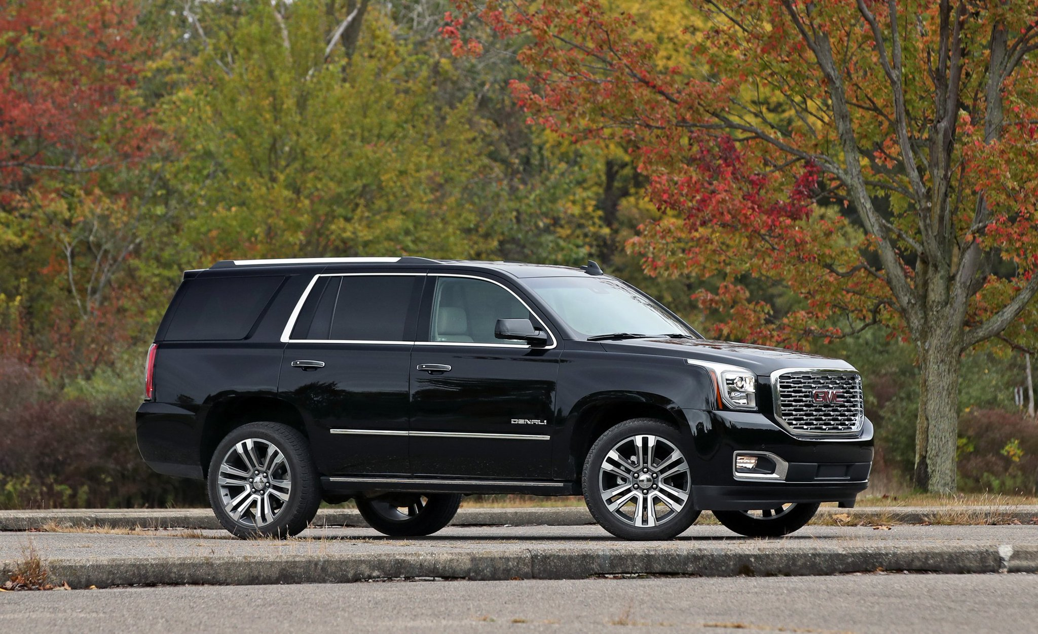 Car And Driver On Twitter The 2018 Gmc Yukon Denali Gets Some Minor Updates And A 10 Speed Automatic Tested Https T Co 9r6gf26yyn