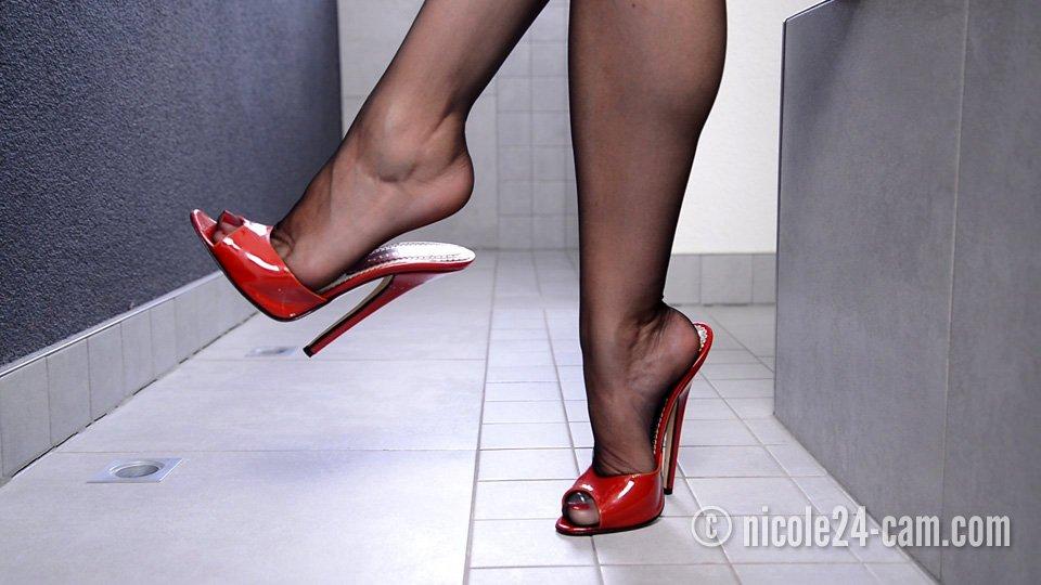 Nicole24 | Nicole24 Shoejob & Footjob