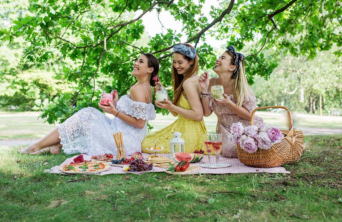 подруги на пикнике фото кореллы мутацией лютино