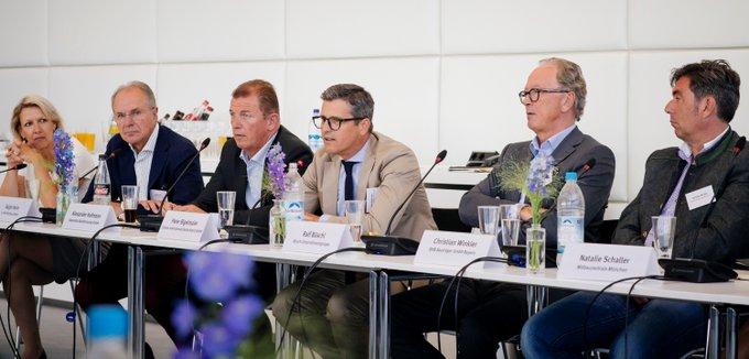 Stadt der Zukunft?<br>Peter Bigelmaier in der Diskussion am runden Tisch @SZ_Muenchen: Welche Perspektiven auf dem Wohnungsmarkt bietet #München seinen Bürgern? Gibt es Lösungsansätze für die Wohnungsknappheit sowie explodierende #Mietpreise?<br> t.co/CQlpHOEzaa