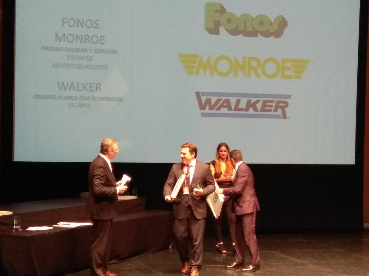 Emilio Orta y Egoitz Goiricelaya recogen en el marco de los Premios Calidad y Servicio el galardón a Walker como la marca que más sorprende en escapes y a Fonos y Monroe en la categoría Calidad y Servicio. https://t.co/qCjLg6lZGU