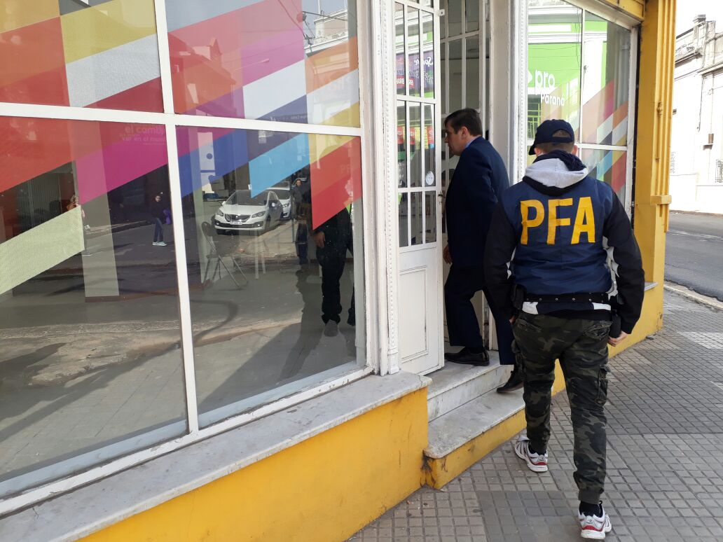 La polic a federal allan las oficinas y domicilios del concejal emanuel gainza radio la voz - Oficina del policia ...
