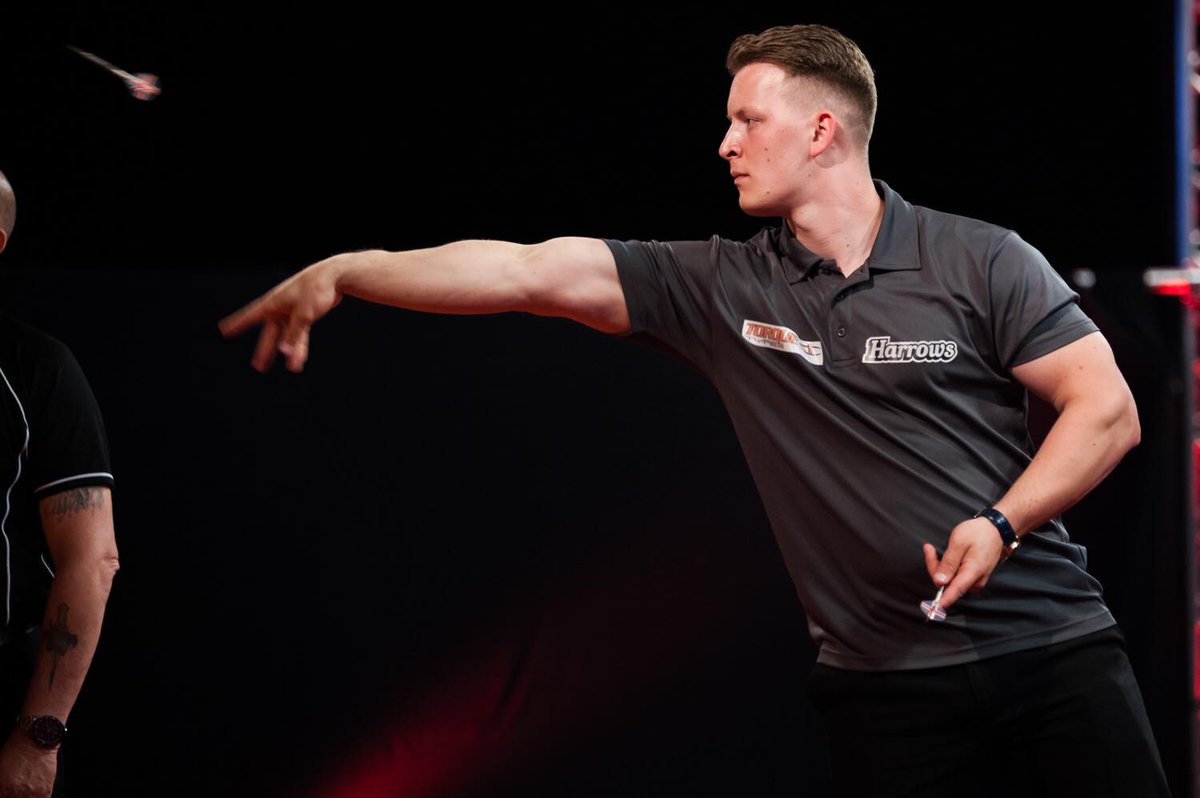 A great start from @Joshpayne180 in Players Champ 15. He saw off Lee Bryant 6-4, then faced Mark Wilson, delivering a win 6-1 with a 102.8 average. Into the last 16 against Rob Cross, he missed 3 at D16 to win 6-2. Rob came back to win 5-6. A brilliant run for Josh! #defylimits