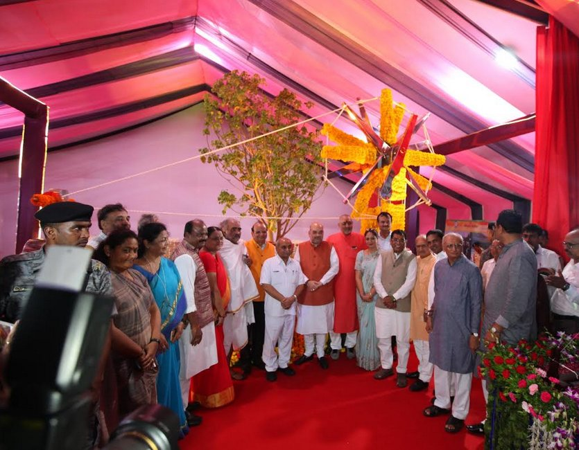 Shah unveils a giant charkha at Sabarmati riverfront based park