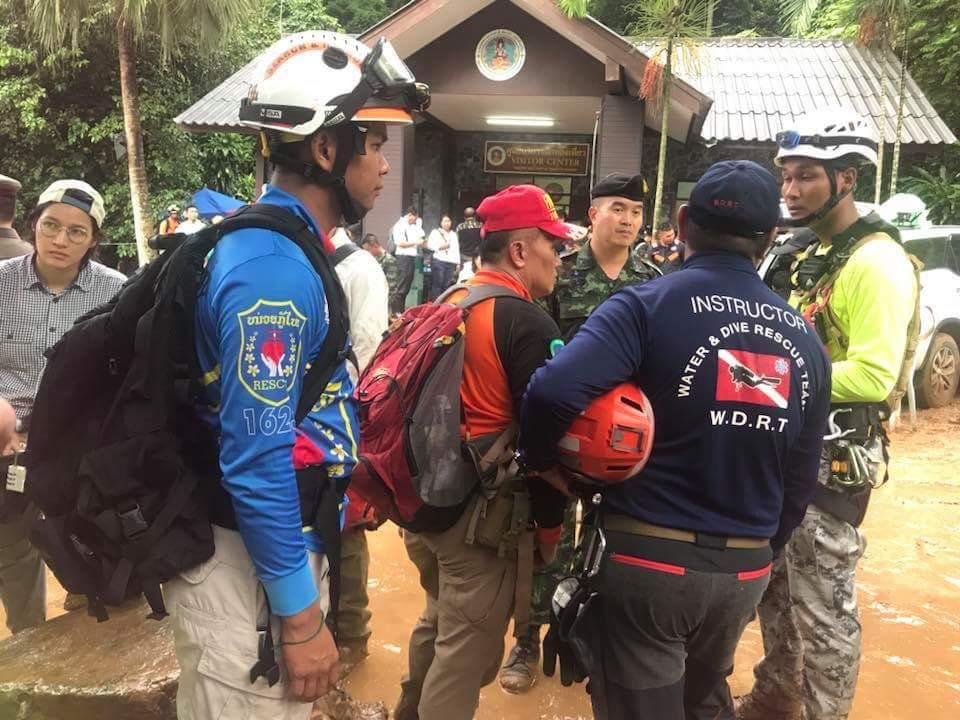 ประเทศลาว เป็นประเทศแรก ที่ให้การสนับสนุนส่งนักประดานํ้า จากมูลนิธิกรมการกู้ภัยแห่งชาติสาธารณรัฐประชาธิปไตยประชาชนลาว ที่ 1632 เข้าร่วมภารกิจกับหน่วยกู้ภัยของไทย เพื่อค้นหาน้อง ๆ ทั้ง 13 ชีวิต ที่ติดอยู่ภายในถํ้าหลวงขุนนํ้านางนอน จ.เชียงราย #ถ้ำหลวง https://t.co/L4zuku6qwV