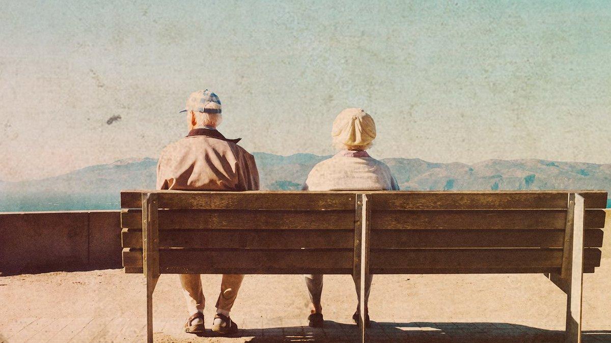 """""""À m'asseoir sur un banc cinq minutes avec toi...""""  Partager vos années d'aventures à vos proches tant qu'il est encore tant ! #signum #CoupleGoals #vintage https://t.co/m1xYKbTss1"""