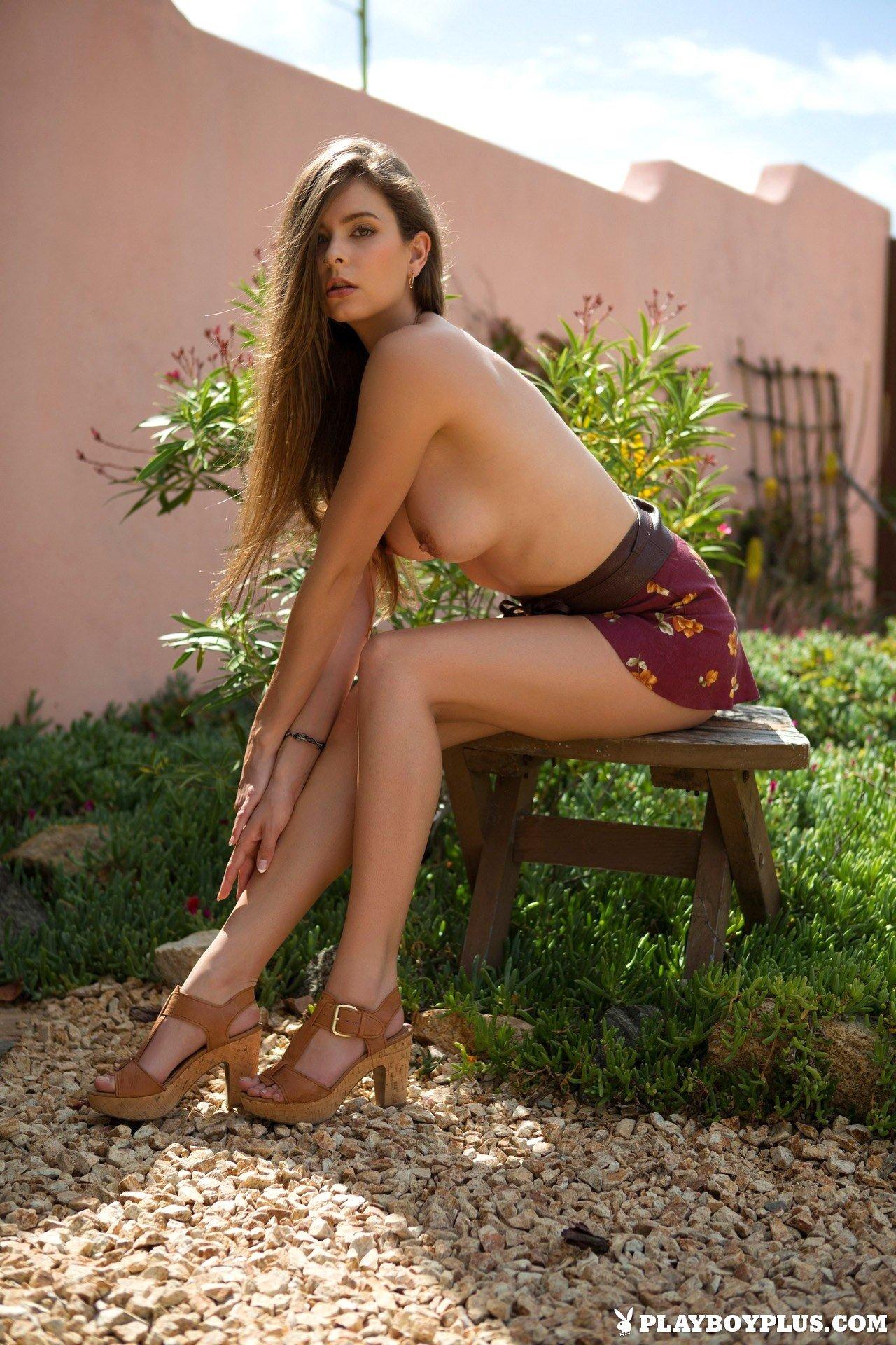 Amazing Cybergirl Lauren Lee drops down her summer outfit in courtyard for Playboy https://t.co/T7M6jwhX2b https://t.co/MqfE5lOzaL