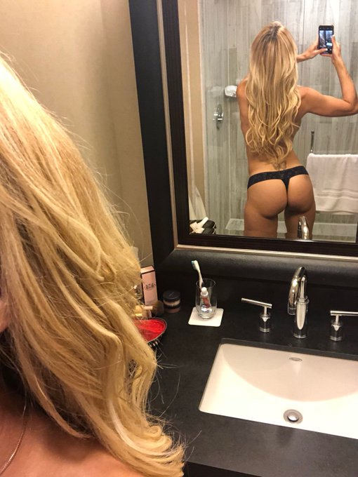 How about a little candid  #TuesdayTushy #BrandiPics for the #LoveTroopers !?!? #Selfie https://t.co