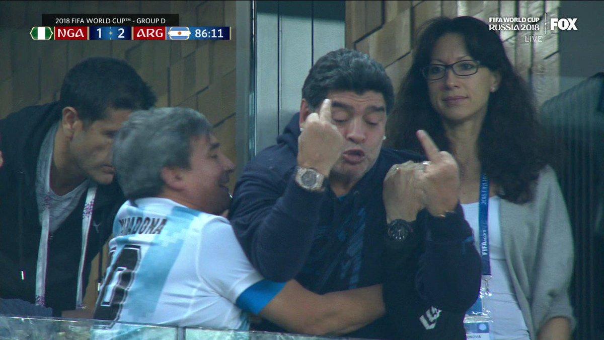 Марадона остается Марадоной. Как легенда футбола праздновал второй гол Аргентины - изображение 3