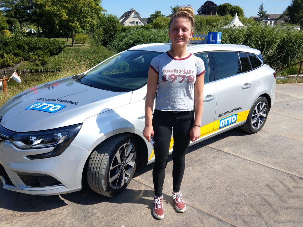 test Twitter Media - Lotte Vellekoop na een keurige rit geslaagd voor je rijbewijs, gefeliciteerd! Nu ben je helemaal klaar voor de grote vaart, ;-) https://t.co/6GZGj4pM4r
