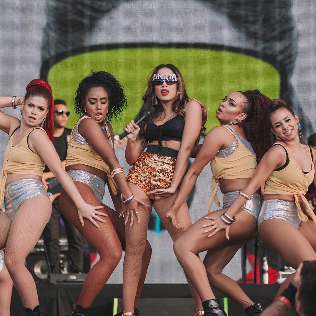 Check out Anitta's performance in a Dolce&Gabbana look.  #DGCelebs #DGWomen #DGEyewear @Anitta