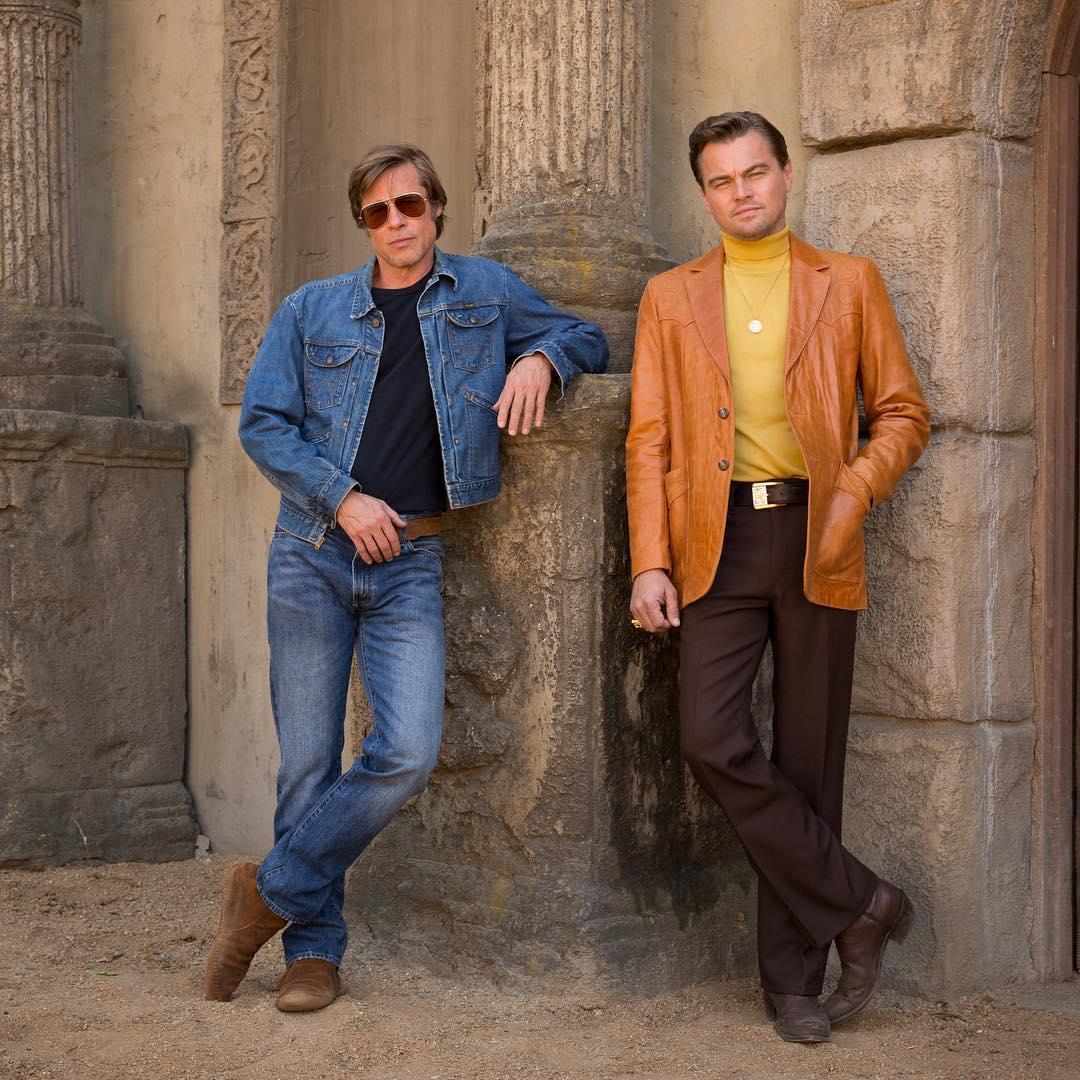 Leonardo DiCaprio vient de partager via Instagram la première image du nouveau Tarantino, #OnceUponATimeInHollywood, avec Brad Pitt