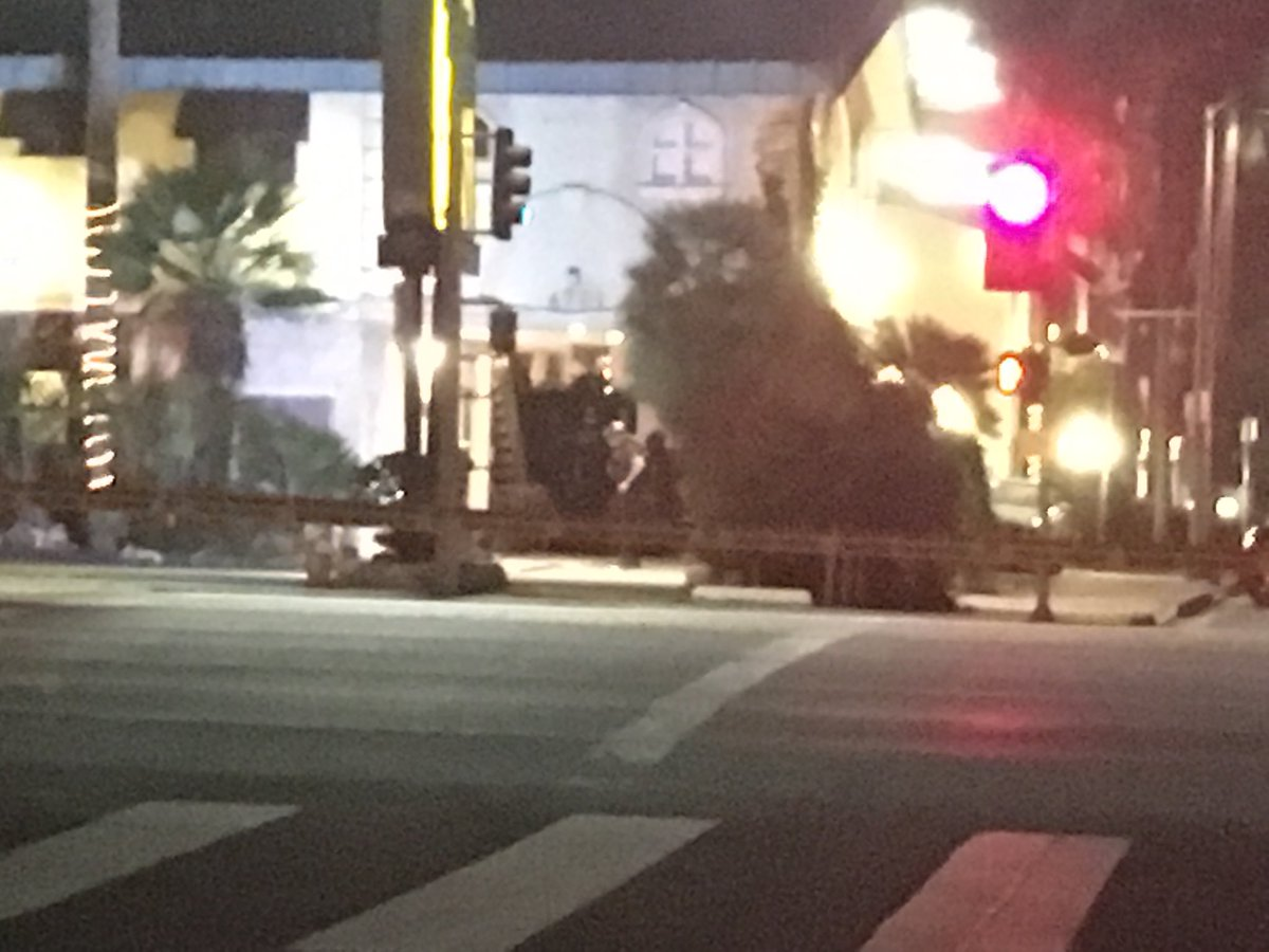 """Kandiss Crone on Twitter: """"#BREAKING: Robbery suspect is barricaded inside the 777 Motor Inn on Sepulveda Bl. in Sherman Oaks. SWAT officers have building ..."""