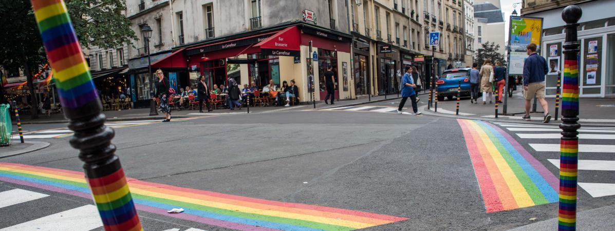 Après les tags homophobes, la mairie de Paris annonce que les passages arc-en-ciel peints pour la Marche des fiertés seront permanents https://t.co/nCw8acIysn