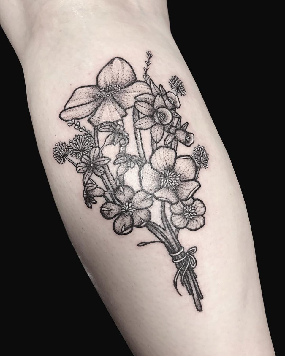 Monumental Ink On Twitter Beautiful Floral Piece Done By Louise
