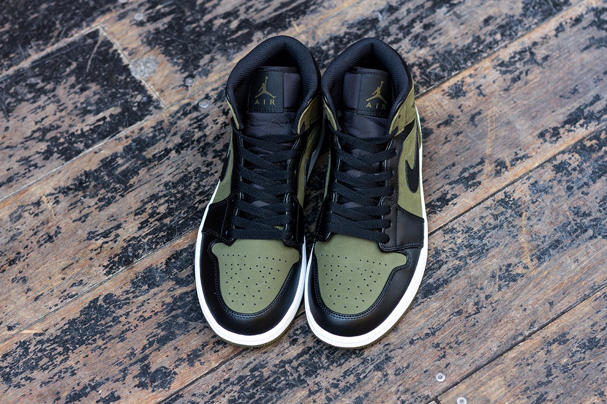 ... instore and online     https   www.cornerstreet.fr catalog product view id 122271 s nike-air-jordan -1-mid-olive-canvas-black  …pic.twitter.com Ld3iPKIiHn 1d530cdb5