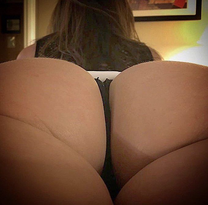 Tweet your favorite #humpday pic of me and tag #LustArmy 🍑🙌🏻 https://t.co/BL5vcpL7n3