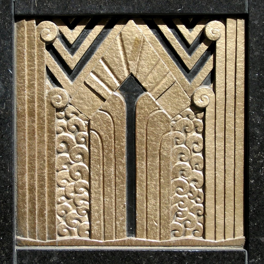 #wednesdayarchitecture Art Deco ornamentation in the door reveal of the Carbide and Carbon Building on North Michigan Avenue. Photo by Terence Faircloth, Flickr. #chicago #carbideandcarbon #relief #detail #architecture #artdeco #sculpture #chicagoartdeco