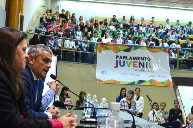Provinciales | Con la participación de más de 250 jóvenes, comenzó el Parlamento Juvenil Pampeano
