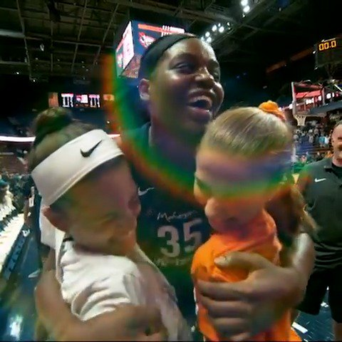 For the fans! 😊#WorldKindnessDay @jus242 @ConnecticutSun