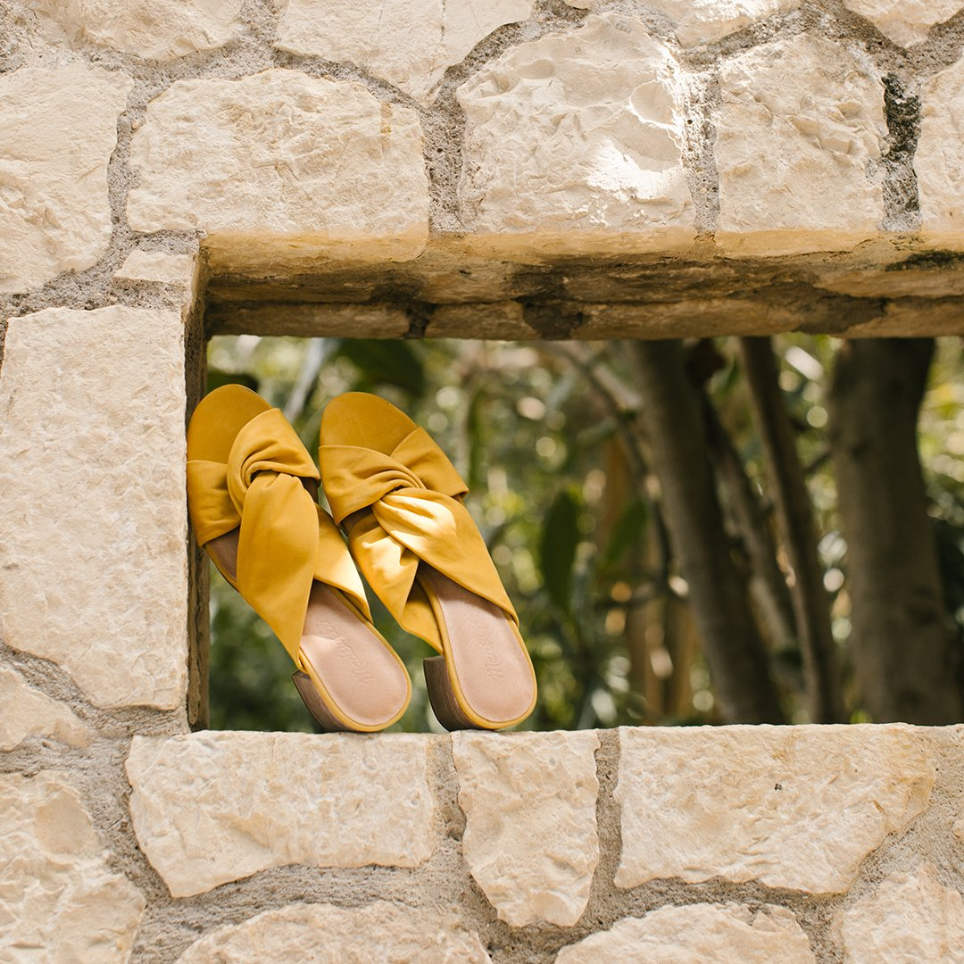 36220fef754 golden opportunity snag our sari sandals before theyre gone wellheeled