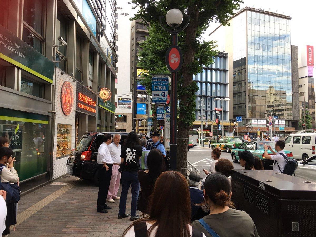 恵比寿駅付近でタクシーが歩道に乗り上げる事故の画像